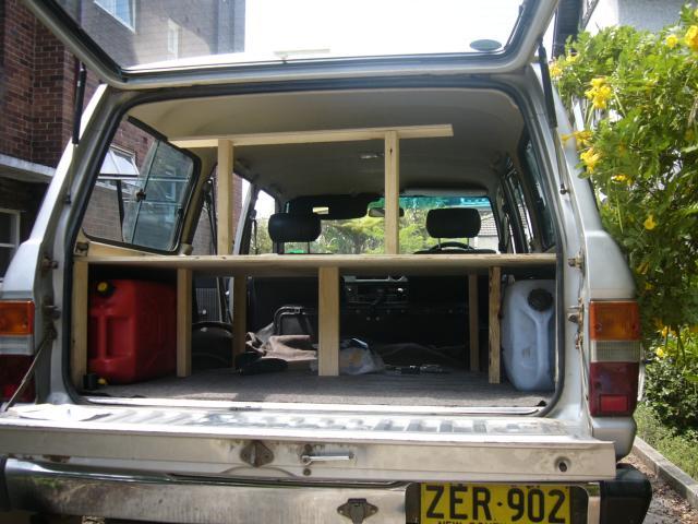 ein auto zum wohnmobil umbauen. Black Bedroom Furniture Sets. Home Design Ideas