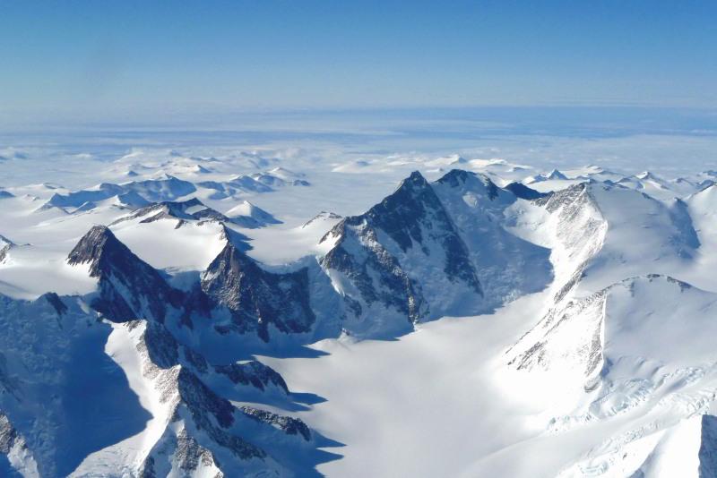 Über die Antarktis mit Antarctica Flights