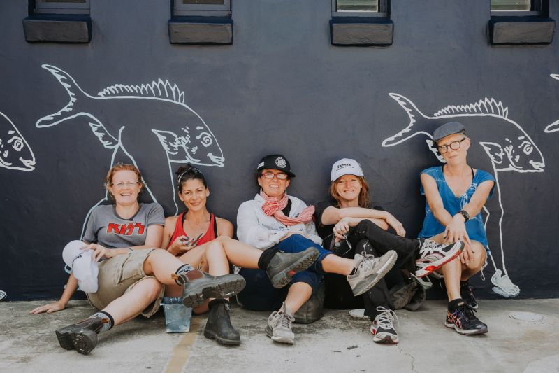 Künstlerin Kellie O´Dempsey und ihr Freiwilligen-Team, Foto: Callie Marshall