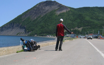 Hitchhicking_on_the_road_132_-_Gaspésie_Canada