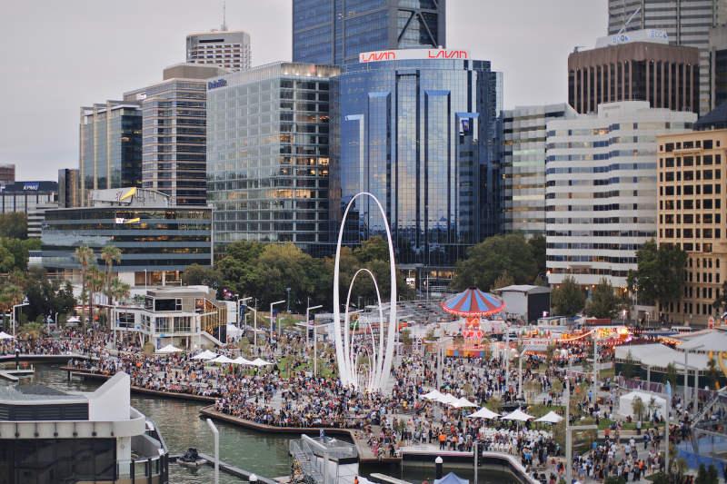 Die Eröffnung des Elizabeth Quay in Perth war gut besucht
