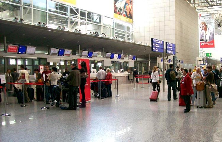 RB-Flughafen-Warteschlange