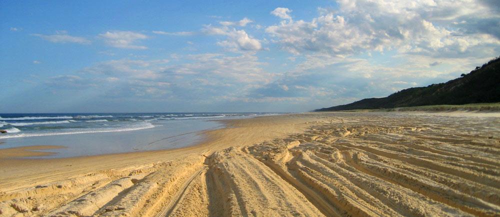 Mit 80 km/h entlang des Fraser Island Highways