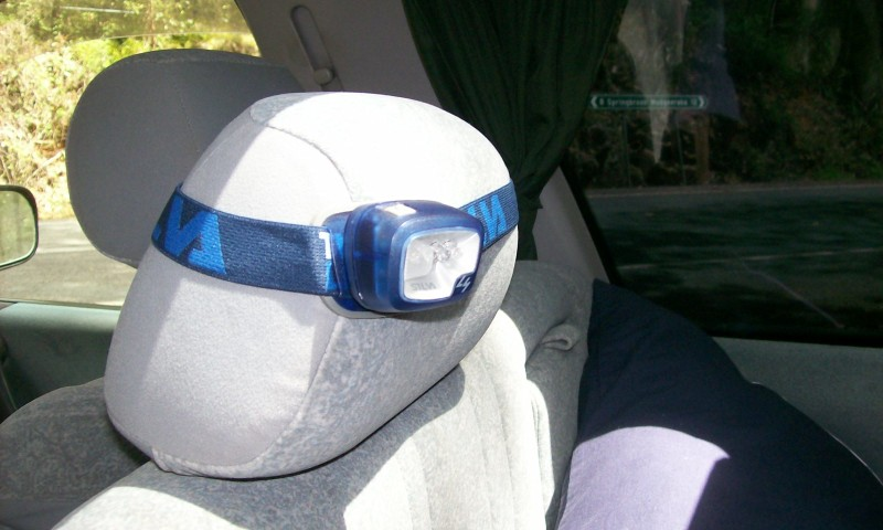 Einsatz der Stirnlampe im Camper