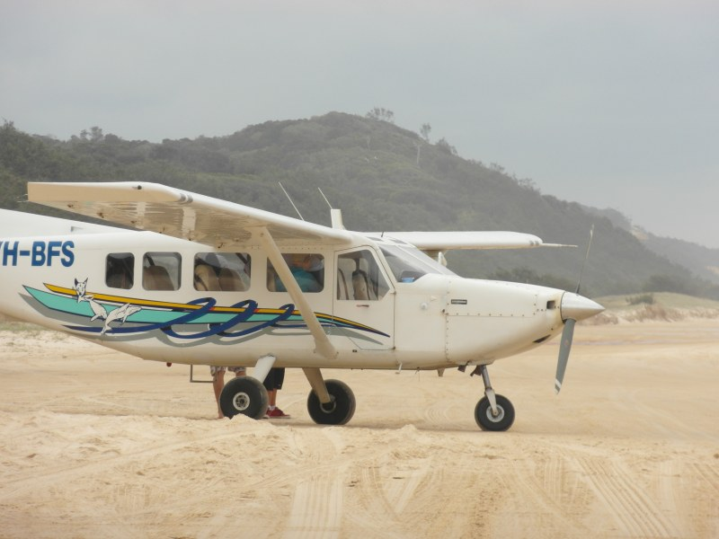 SAB-2012-HerveyBay_FraserDaytour-Cessna3_800