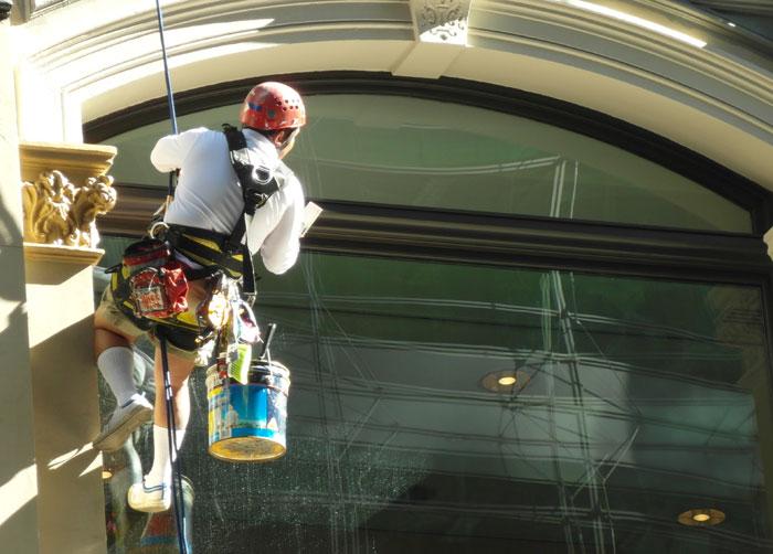 SAB-Sydney-Fensterputzer2-700