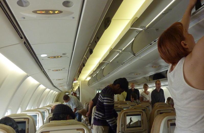 RUND UMS FLIEGEN: Flugverbot für stinkende Passagiere