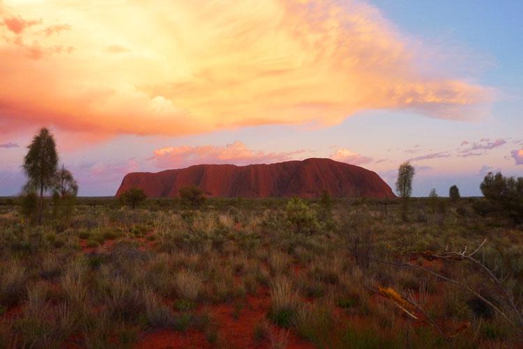 Der Uluru im Morgenlicht