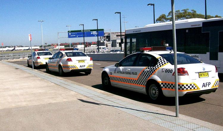 SEB_Polizei-Flughafen_750