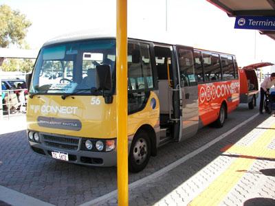 Der Flughafen-Shuttlebus in Perth